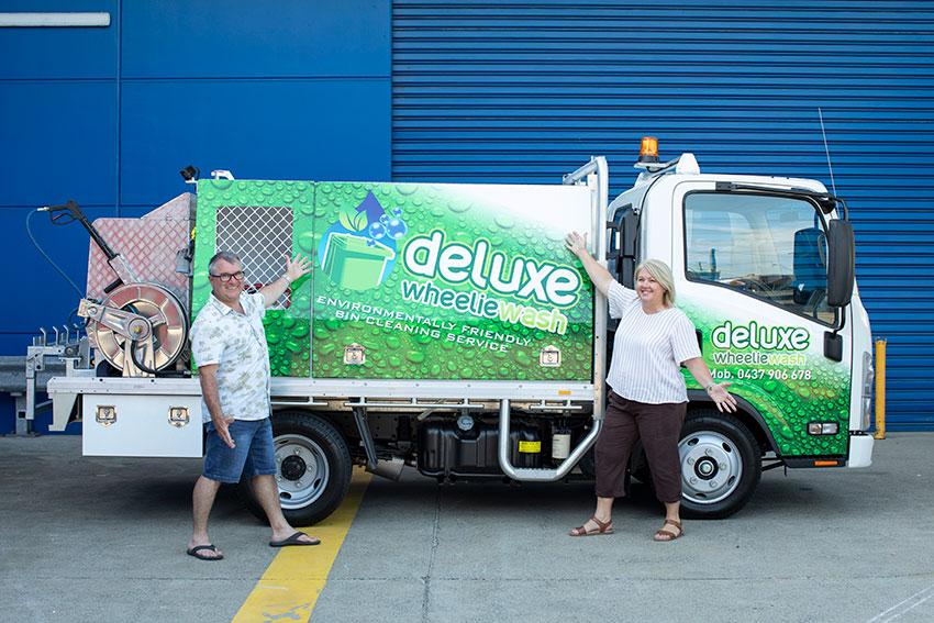 deluxe-wheeliewash-bin-cleaning